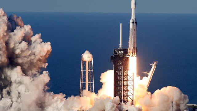 Falcon 9 te lleva a la estratósfera por un millon de dolares.