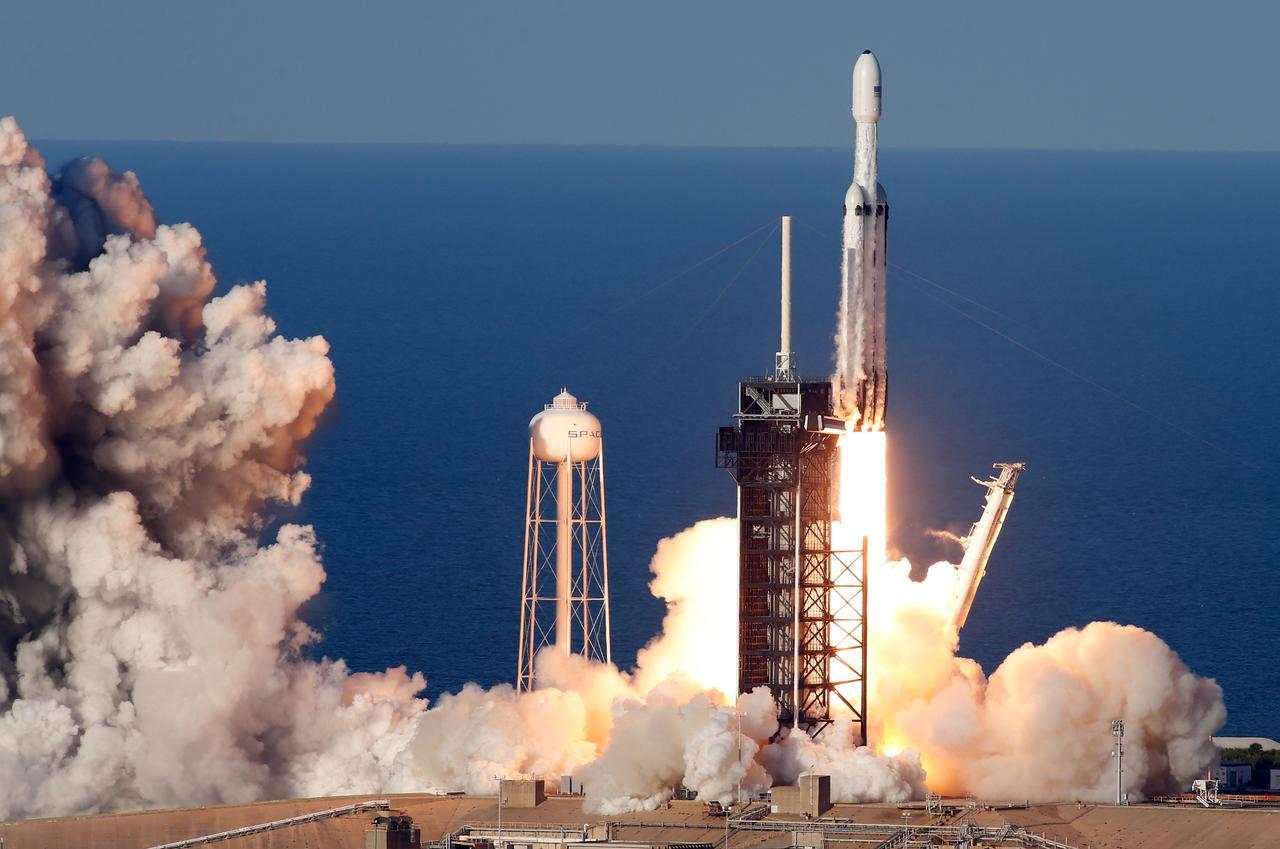 Elon Musk te lleva a la estratósfera por un millón de dólares: reserva online ya