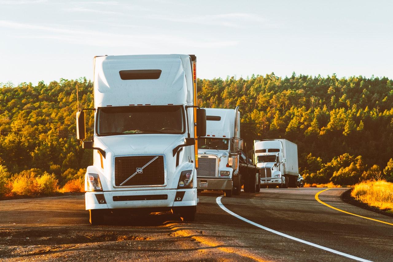 Transportistas acusan incongruencia en NOM 044; gobierno insiste en hacerla cumplir