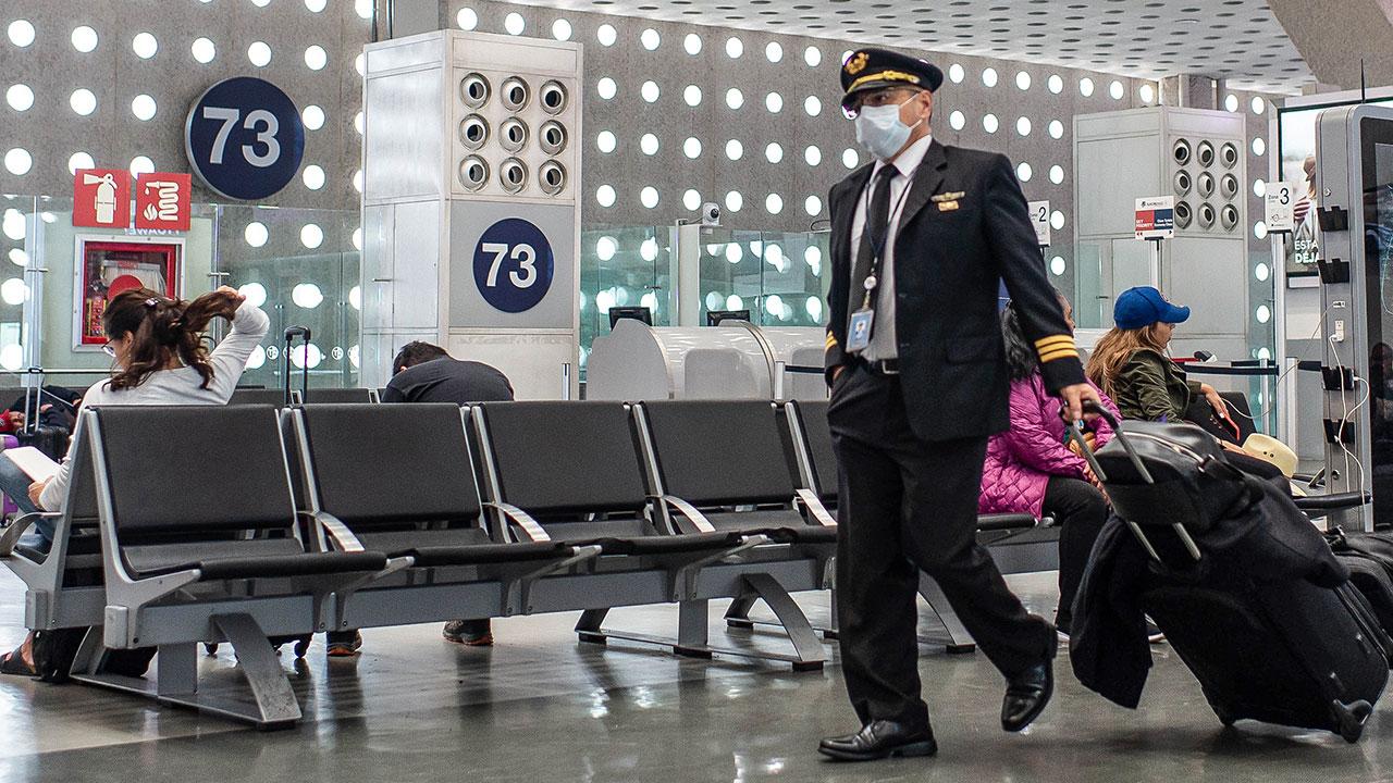 Frenar vuelos de Europa a México es propuesta de EU, aún no se decide: Ebrard