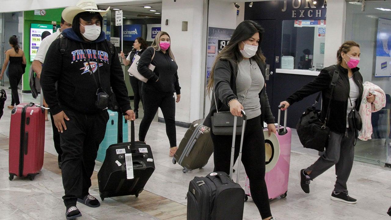 'Springbreakers' viajaron a Los Cabos, 28 enferman de coronavirus al volver