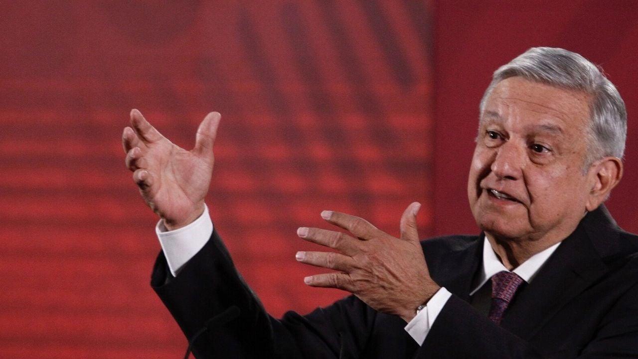AMLO se reúne con su gabinete energético, en plena caída de los precios del petróleo