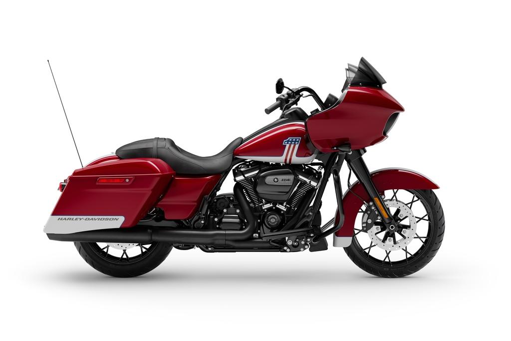 La edición 2020 de la Road Glide Special está disponible en colores rojo y azul.
