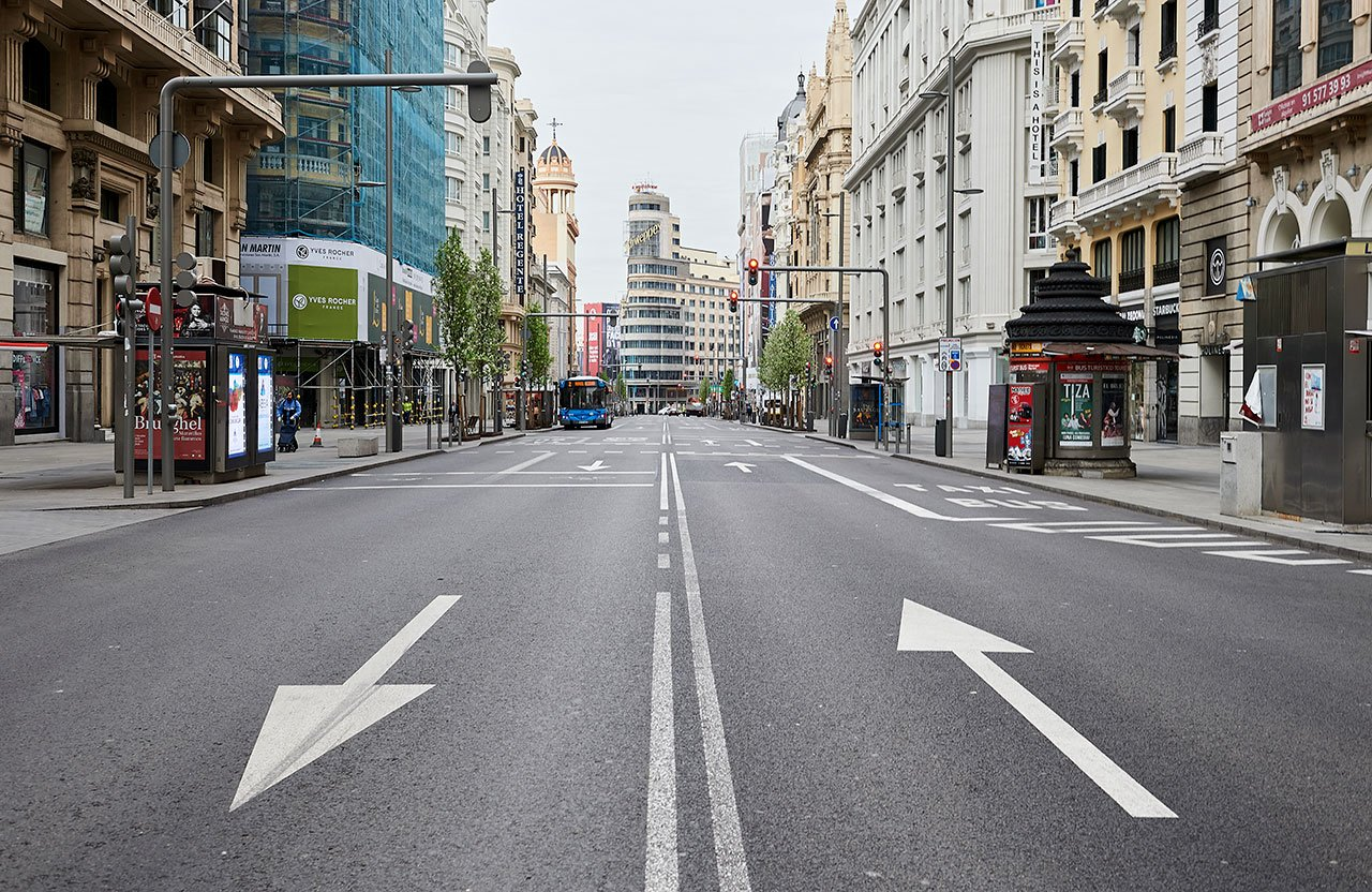 Por segunda ola de Covid-19, España aprueba toque de queda