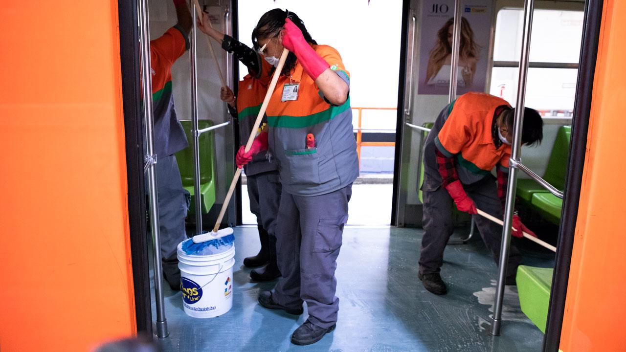 Lavado de pisos. Foto: Angélica Escobar/Forbes México.