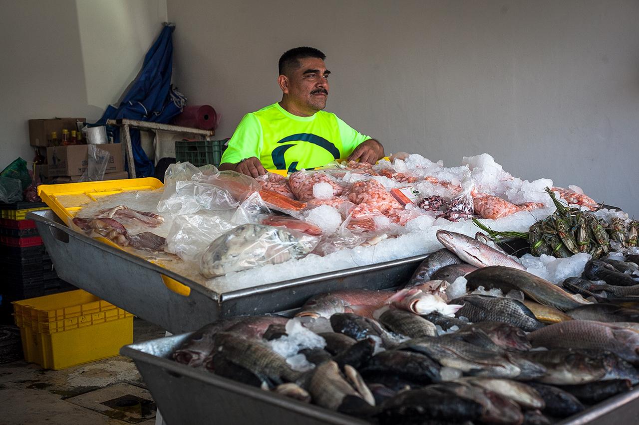 Mercado antiguo La Viga Victor Lopez Comerciante