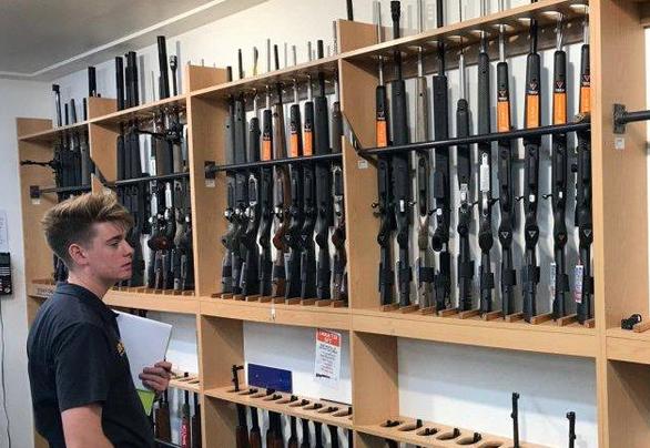 Los Ángeles aprueba tiendas de armas como negocios esenciales