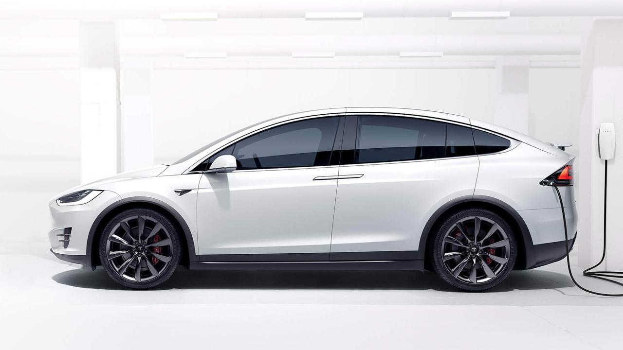 Profeco lanza alerta por falla en dirección de vehículos Tesla