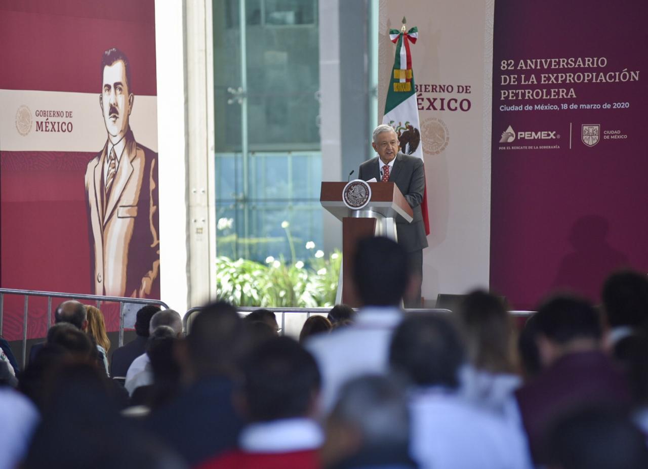 AMLO congela salarios de altos funcionarios por contingencia de coronavirus
