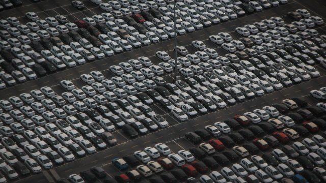 Exportación de autos en México cae más de 13% ante escasez de chips