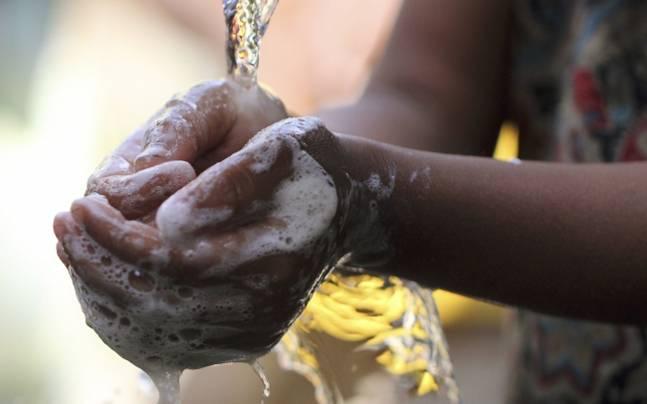 Ante coronavirus, expertos desaconsejan gel antibacterial casero: el jabón es lo más efectivo