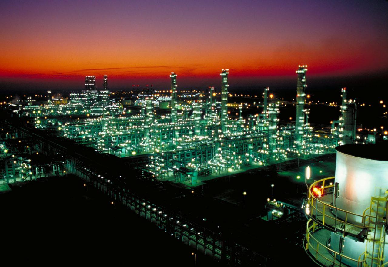 Rocío Nahle se asesora con una refinería india que ya no producirá gasolina