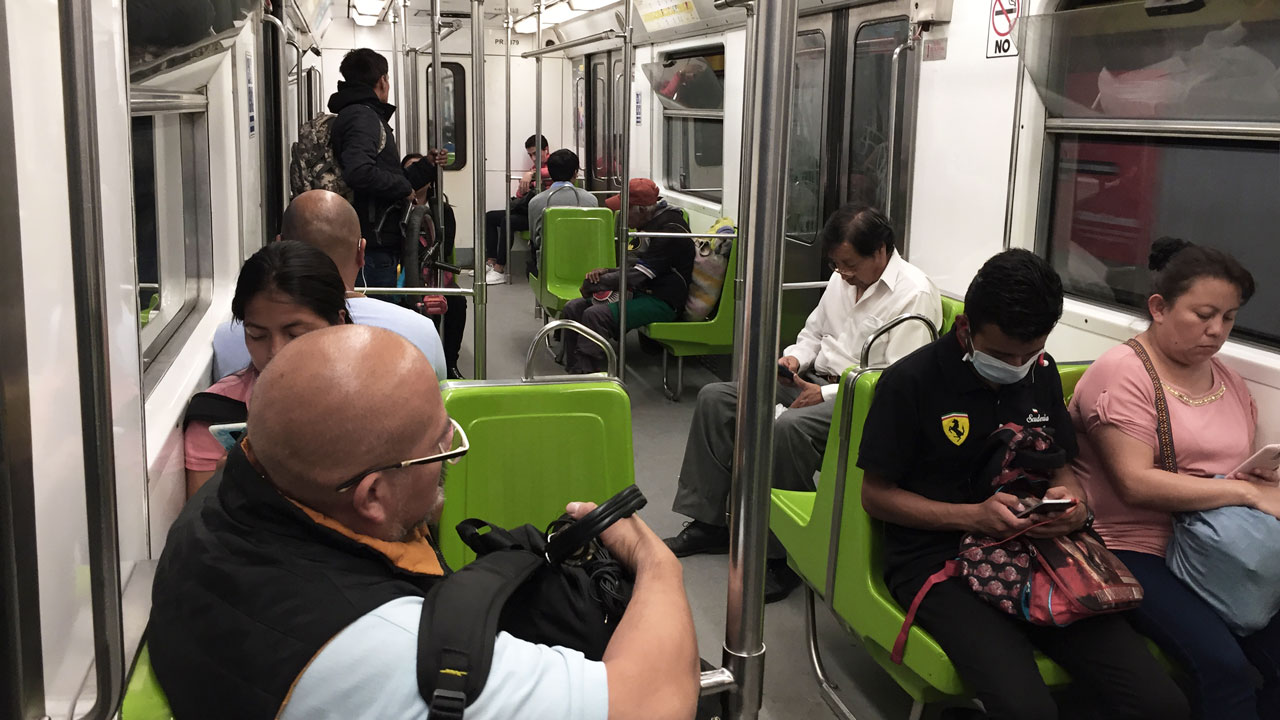 Gente en el metro de la CDMX, Lunes 23 de marzo, 2020. Foto: Angélica Escobar/Forbes México.