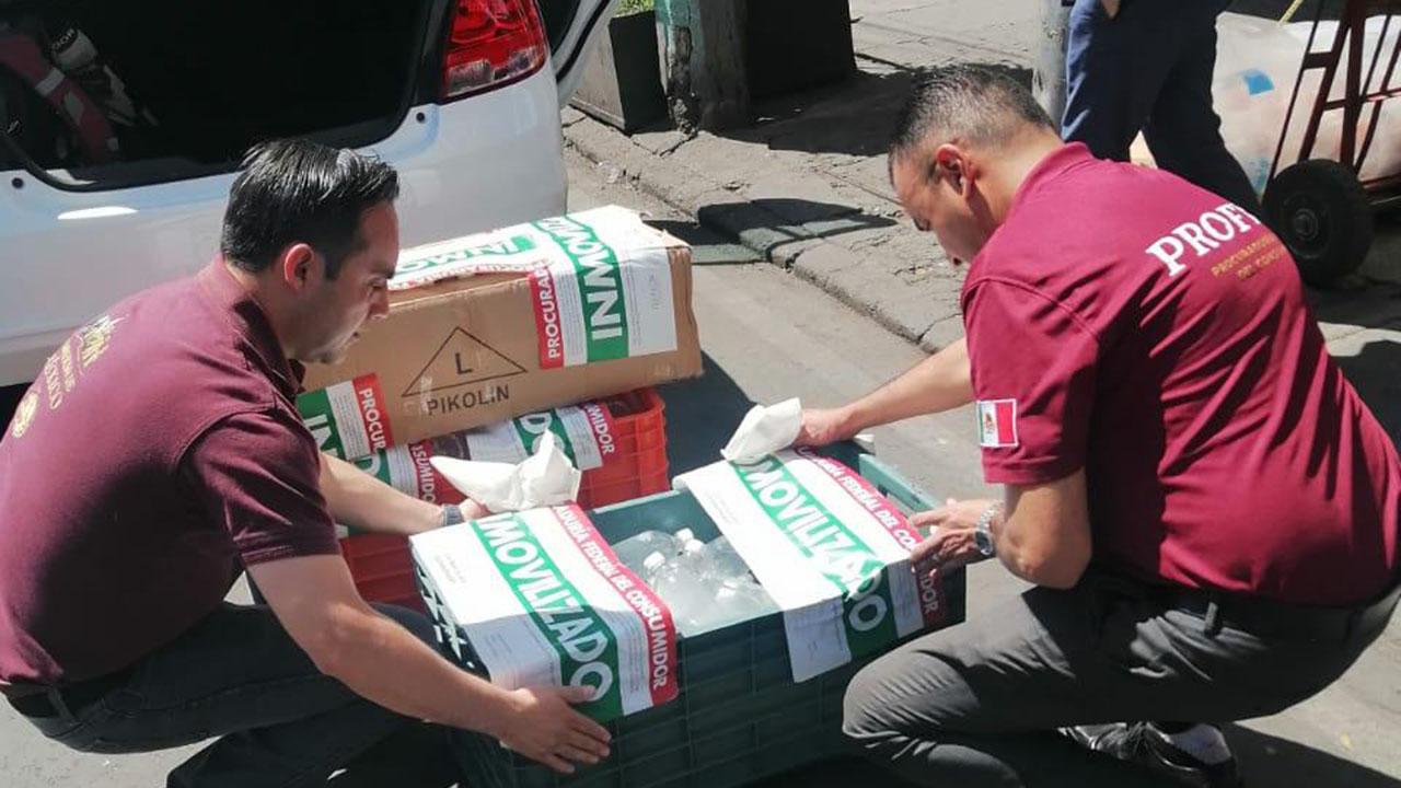 Profeco asegura gel antibacterial y cubreborcas sin etiqueta en Ciudad de México