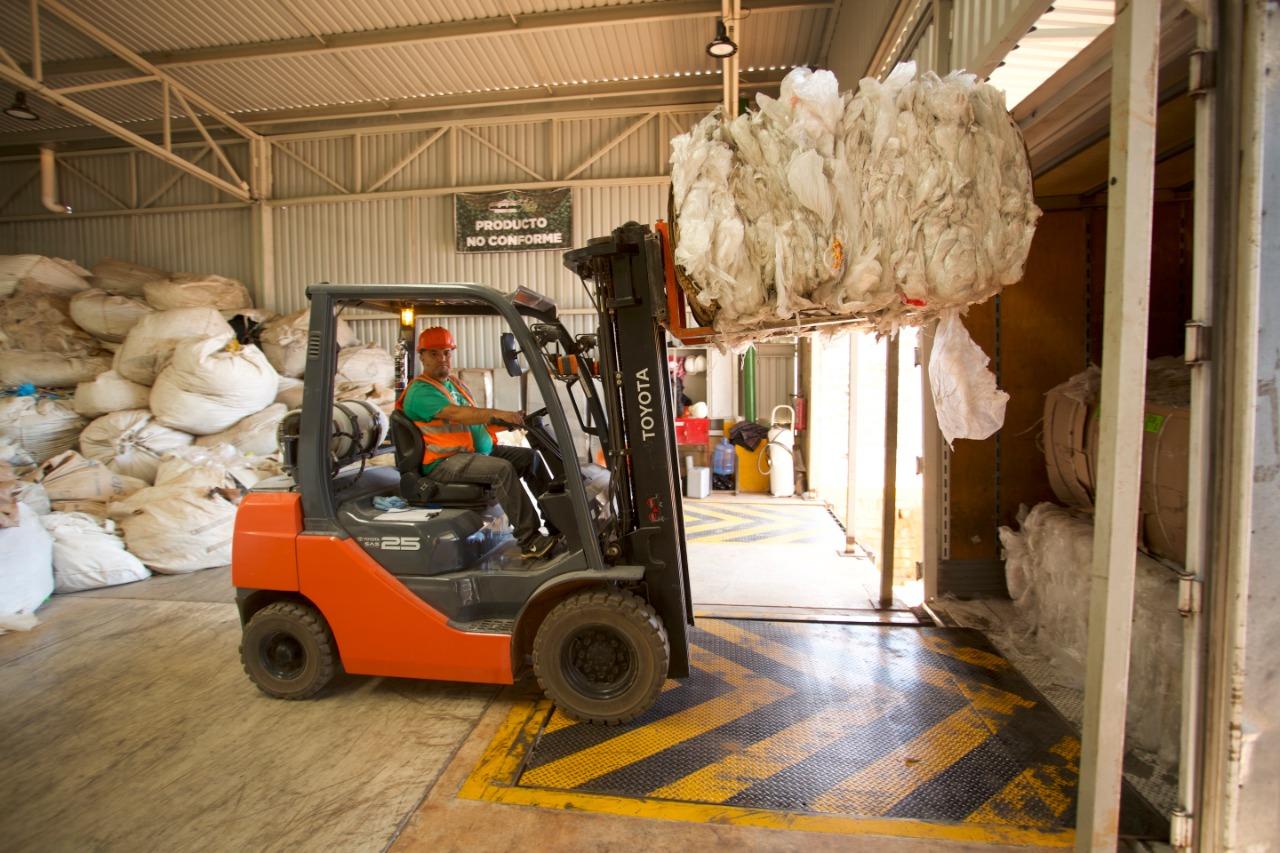 La recicladora de polietileno más grande de Latam es reconocida por su manejo de residuos