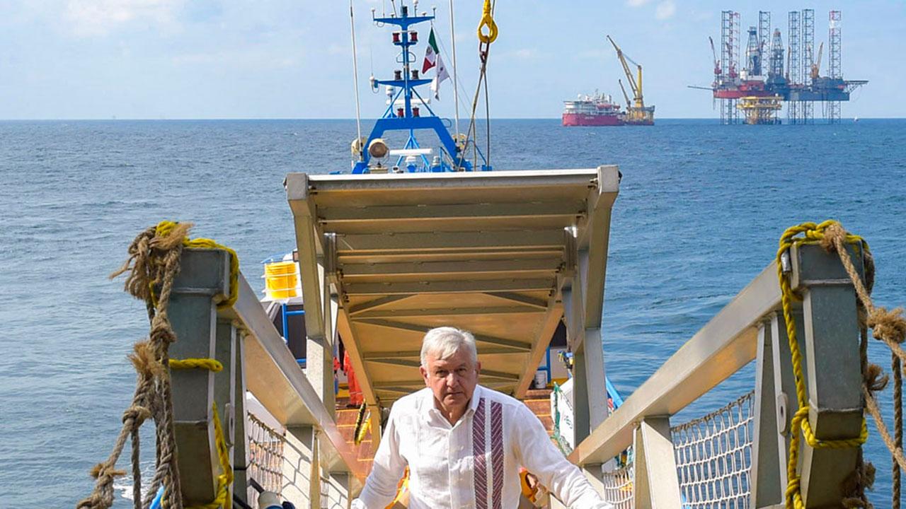 AMLO admite que 33 contratos de la reforma energética ya producen petróleo