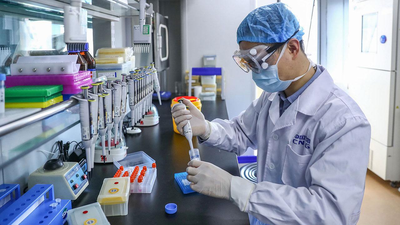 Mutación de coronavirus hallada en Europa no afectará eficacia de vacuna