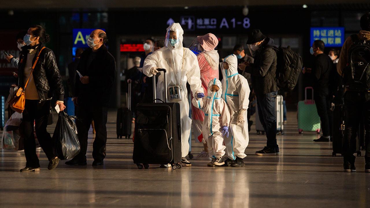 Expertos de la OMS llegan a Wuhan para investigar origen de Covid-19