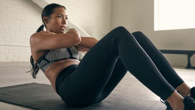 Nike mujer haciendo ejercicio