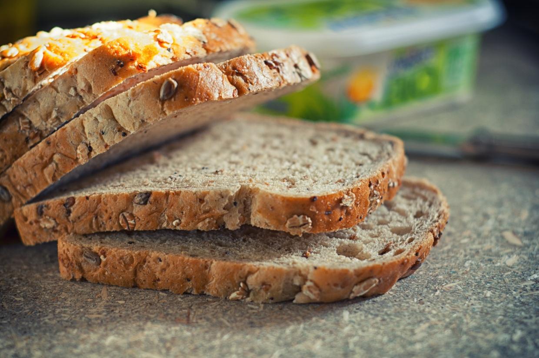 Pan integral recién cortado
