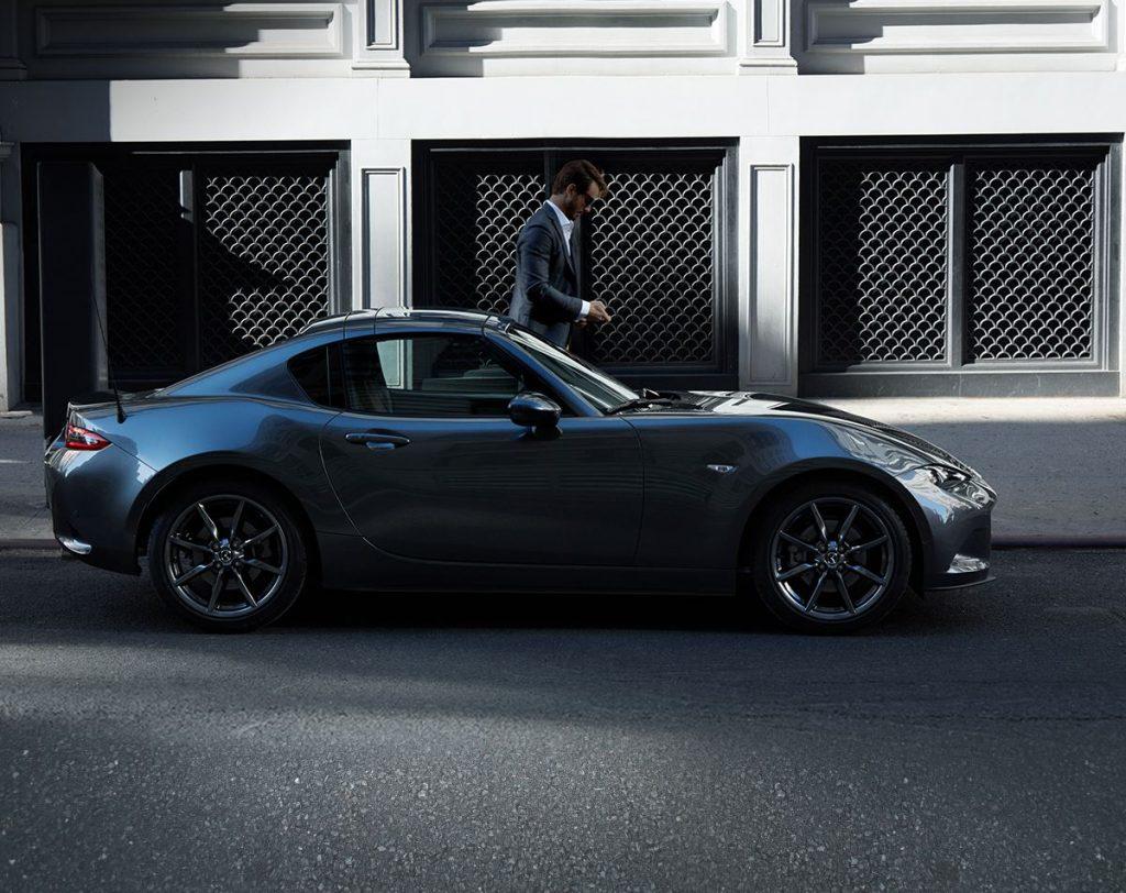 Autos deportivos azul Mazda