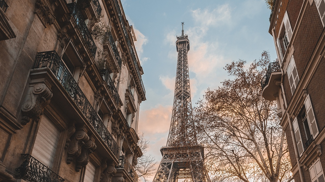Economía de Francia podría contraerse 20% por Covid-19