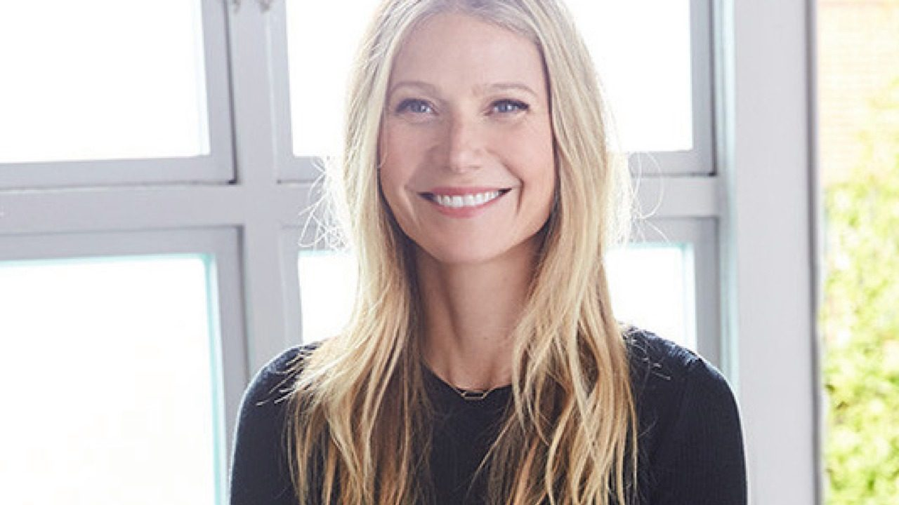 Gwyneth Paltrow dona el vestido Calvin Klein que usó en los Oscar