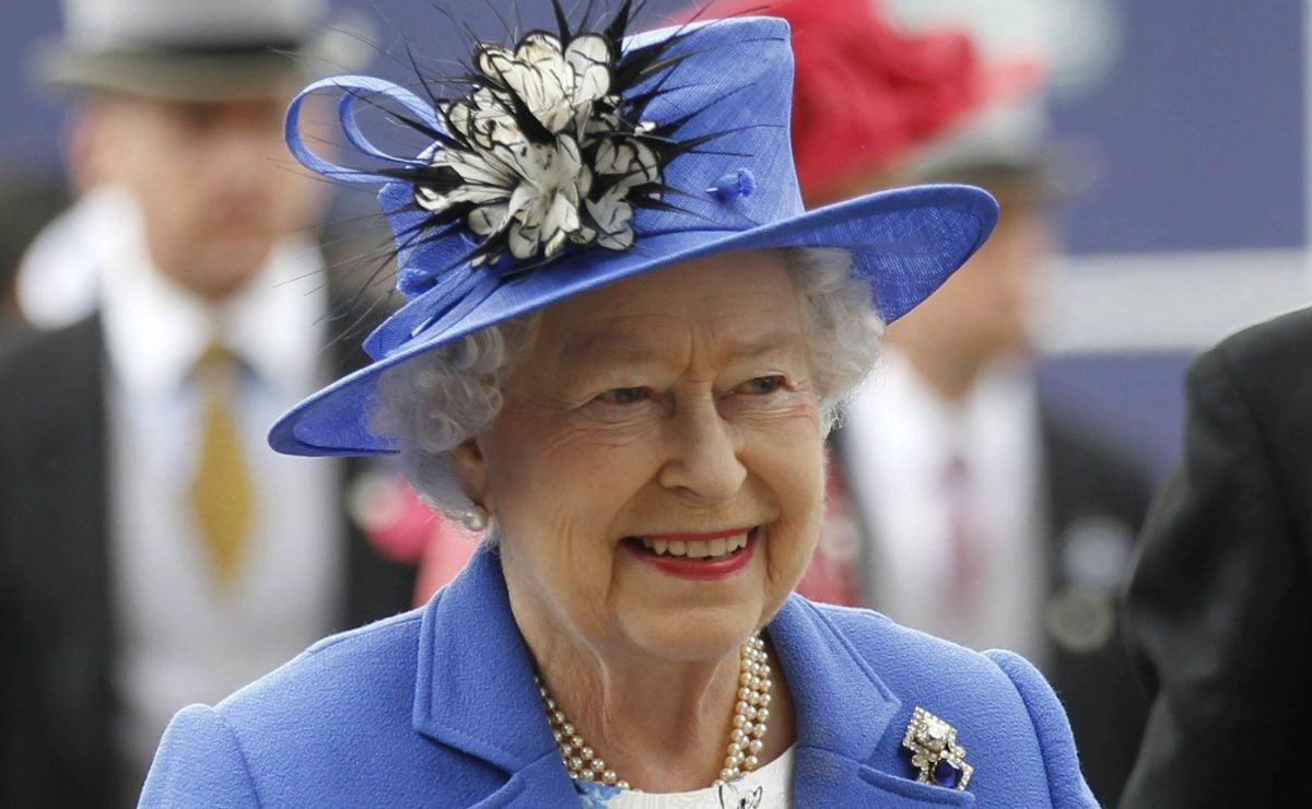 Austera celebración de los 94 años de la reina Isabel por brote de Covid-19
