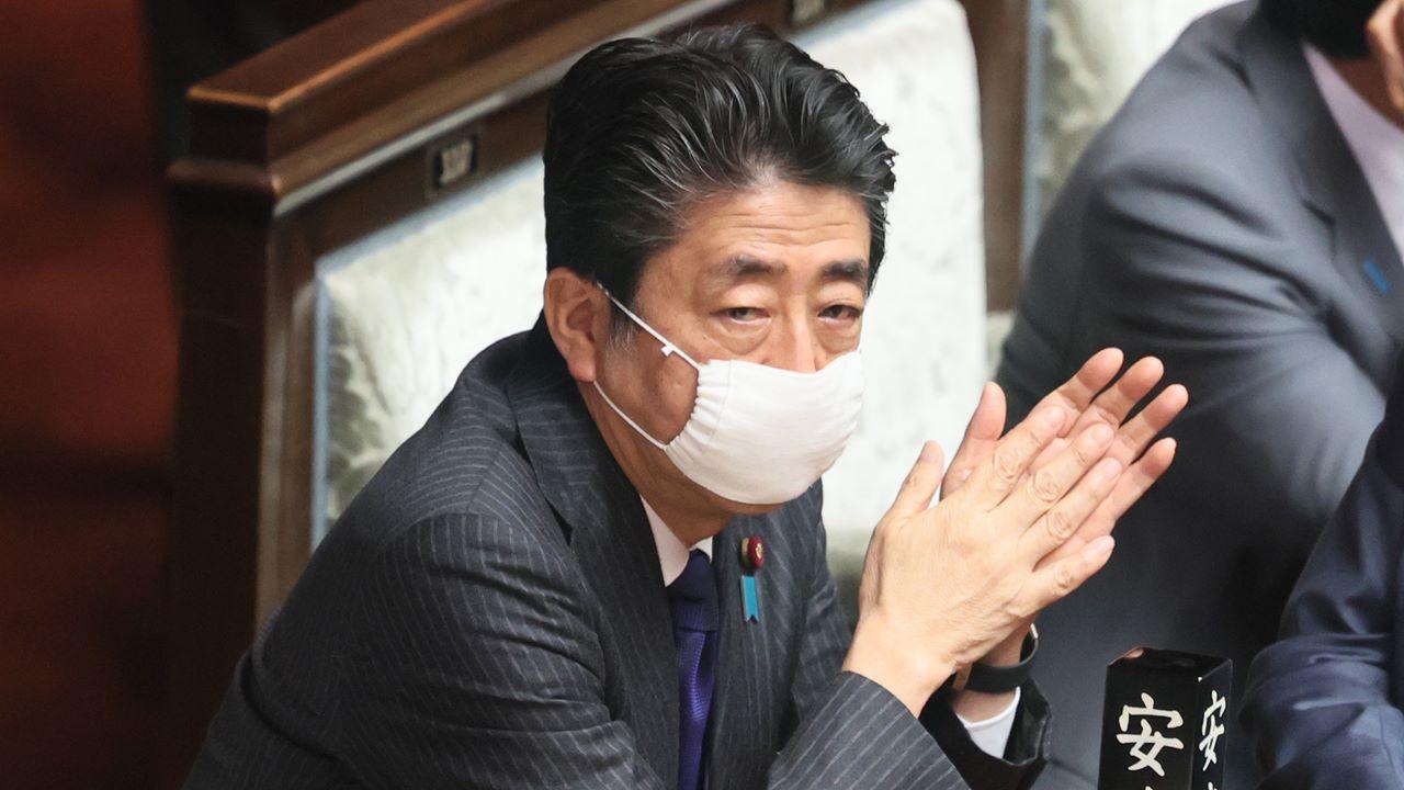 Japón dará 2,800 dólares a cada hogar afectado por coronavirus