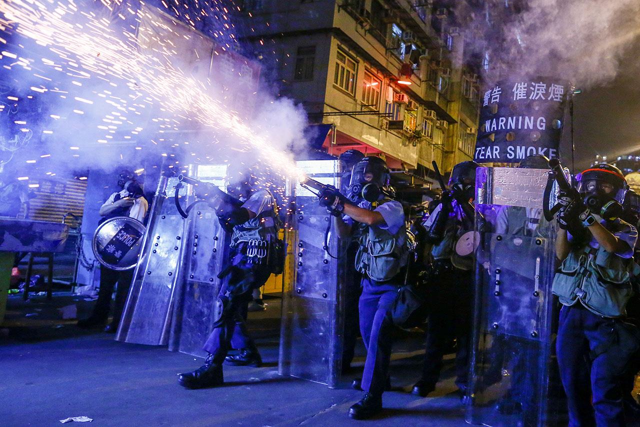 Policía de Hong Kong arresta a 200 personas en primer día de nueva ley