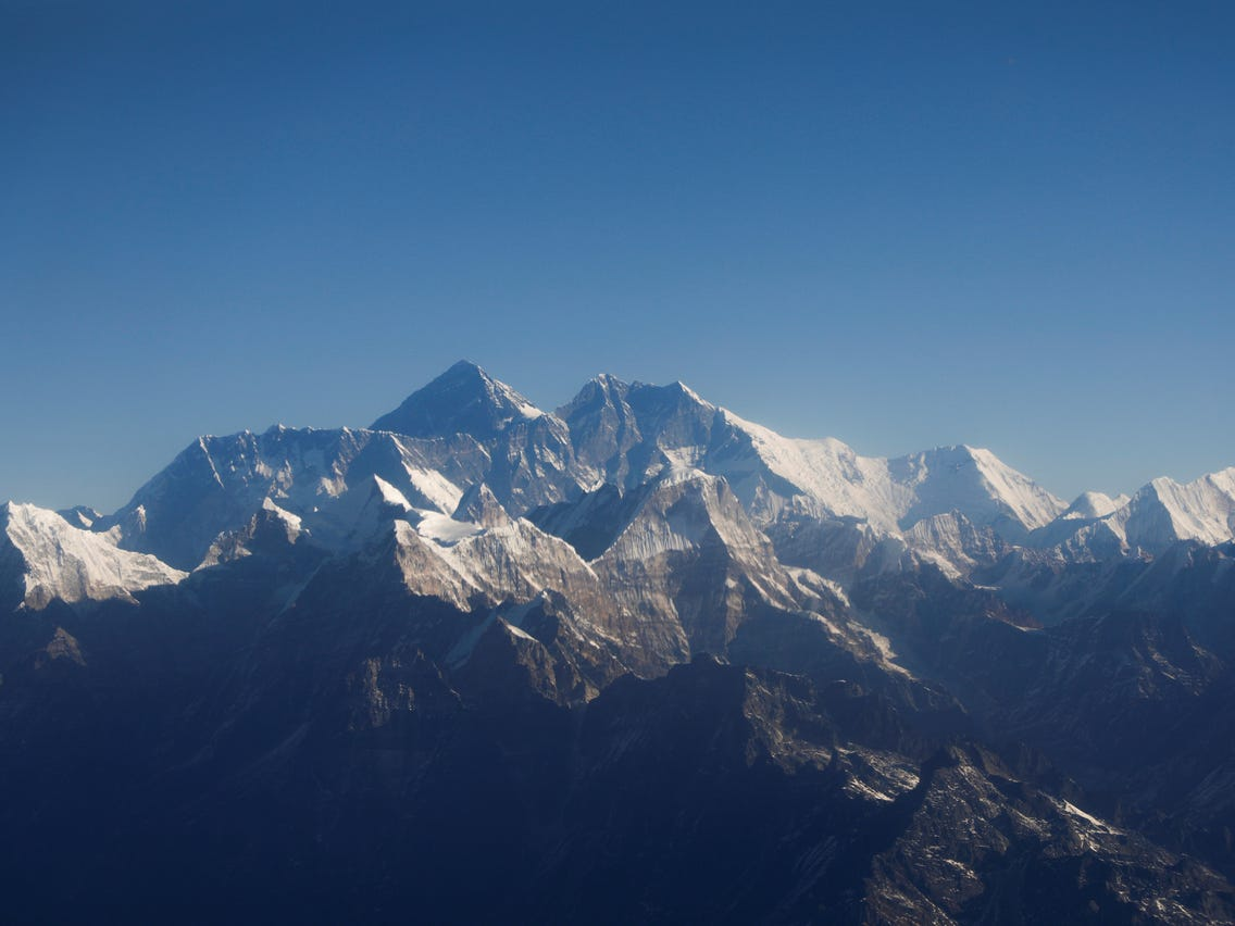 China 'conquista' el Everest con antenas y mapeo para  5G