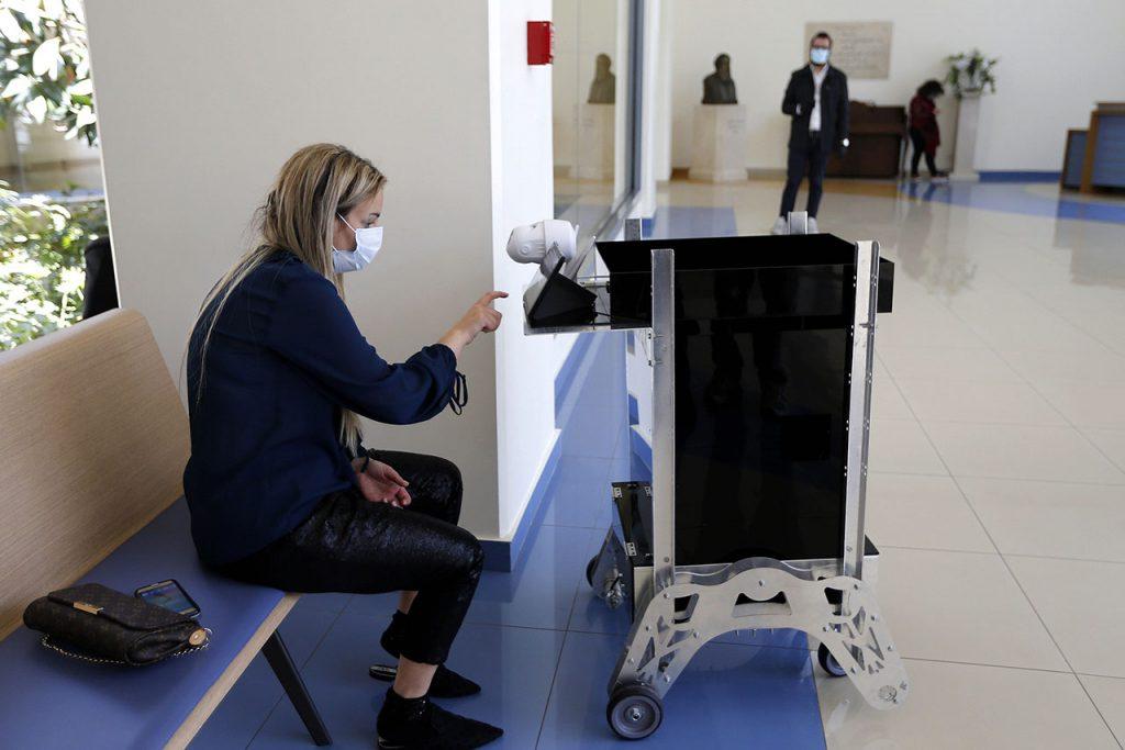 Coronavirus Inventan robots para tratar con enfermos de COVID-19