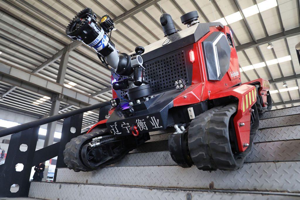 Presentan nuevo robot para extinguir incendios