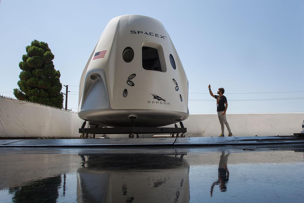 Misión espacial civil Dragon de SpaceX se apronta para orbitar la Tierra