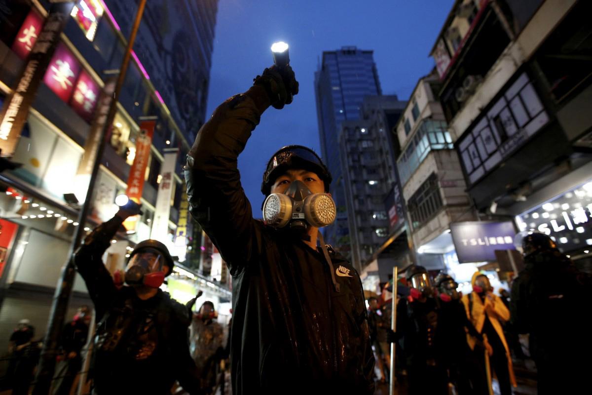 Dan cárcel a magnate de la prensa en Hong Kong y a 8 más por protestas de 2019