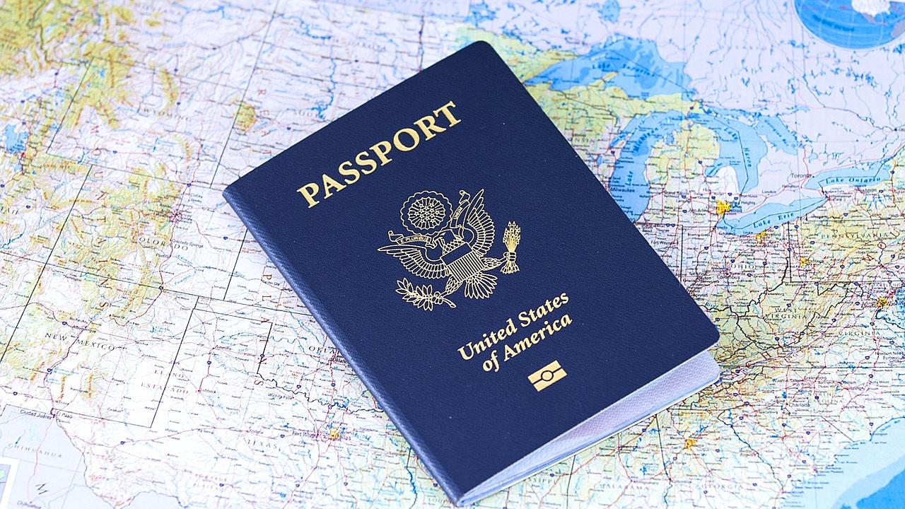 """Empresas de reconocimiento facial en EU y UK lanzan """"pasaportes de inmunidad"""" del Covid-19"""