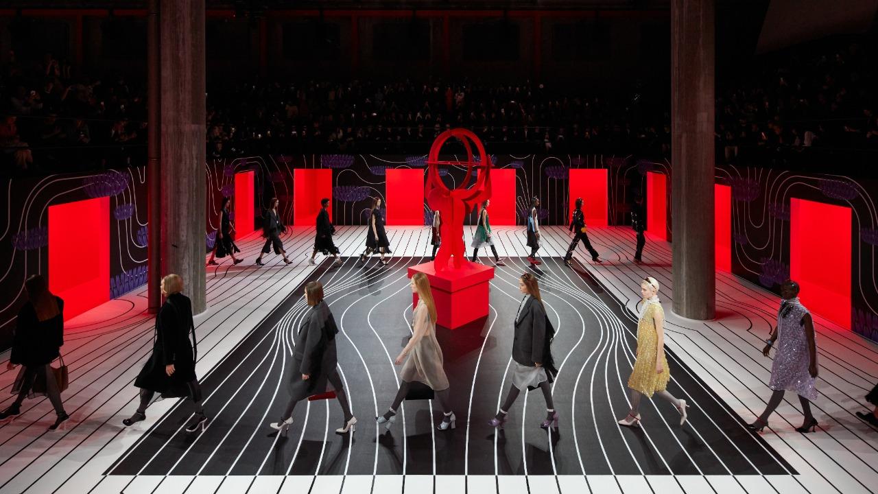 Top 5: looks de Prada que redefinen la elegancia