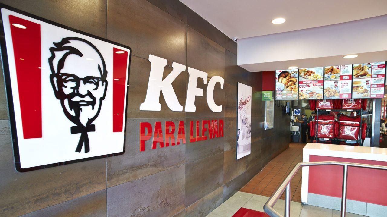 KFC retira su eslogan por ser inapropiado en tiempos de Covid-19