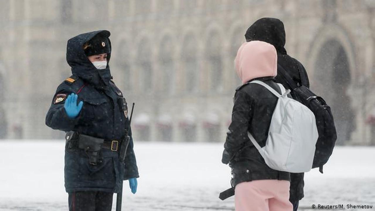 Moscú vuelve a las cuarentenas y 'home office' ante repunte de Covid-19
