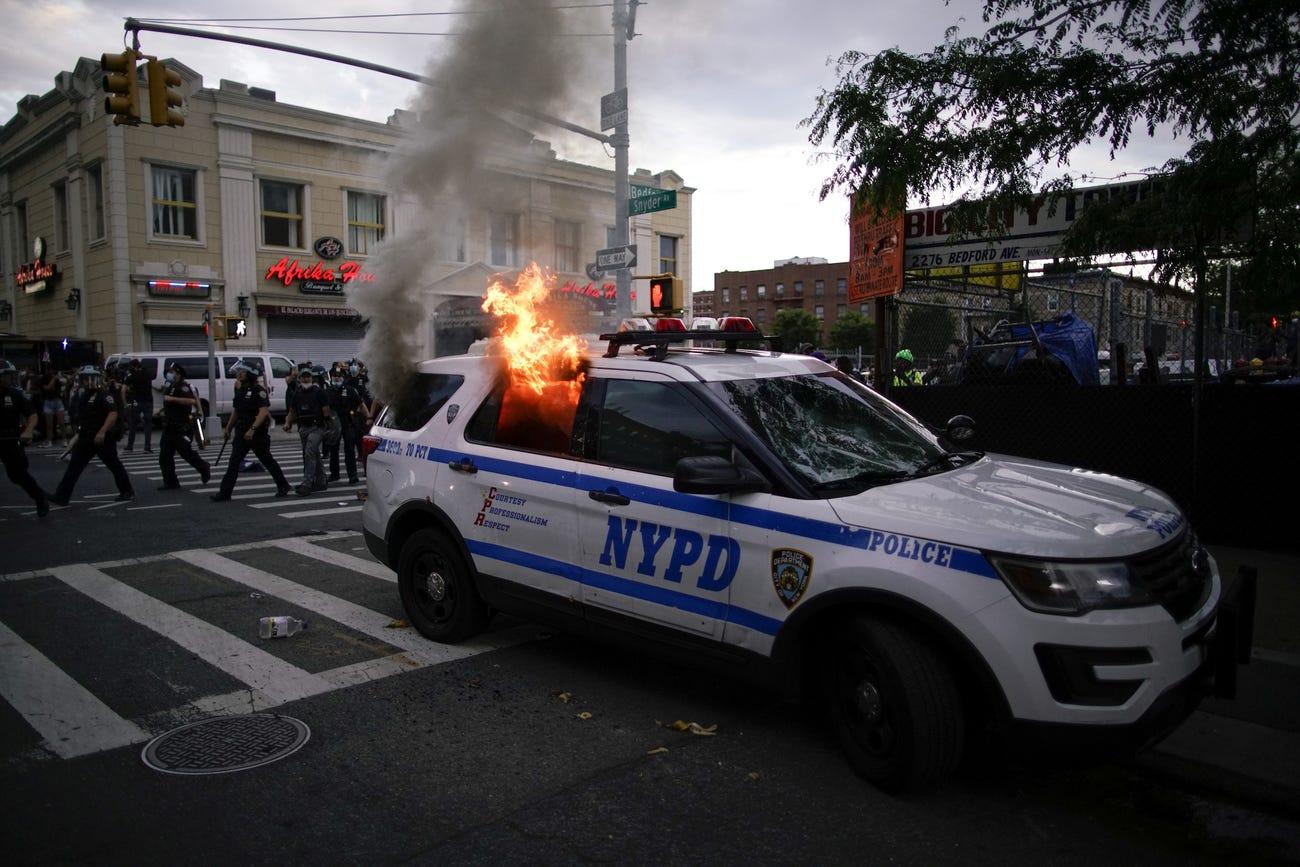 Por protestas, NY anuncia toque de queda; Trump amaga con sacar al Ejército