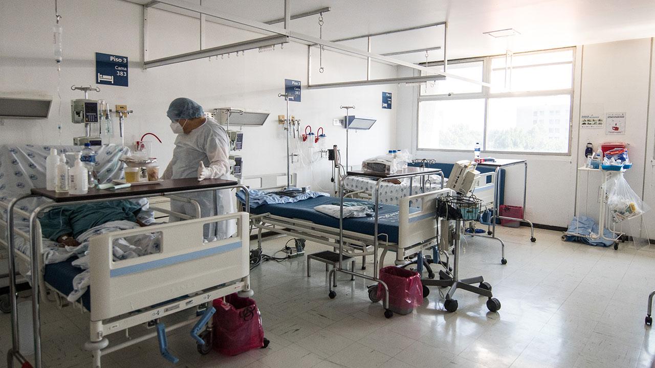 Hospitales de California se desbordan pese al despliegue de la vacuna