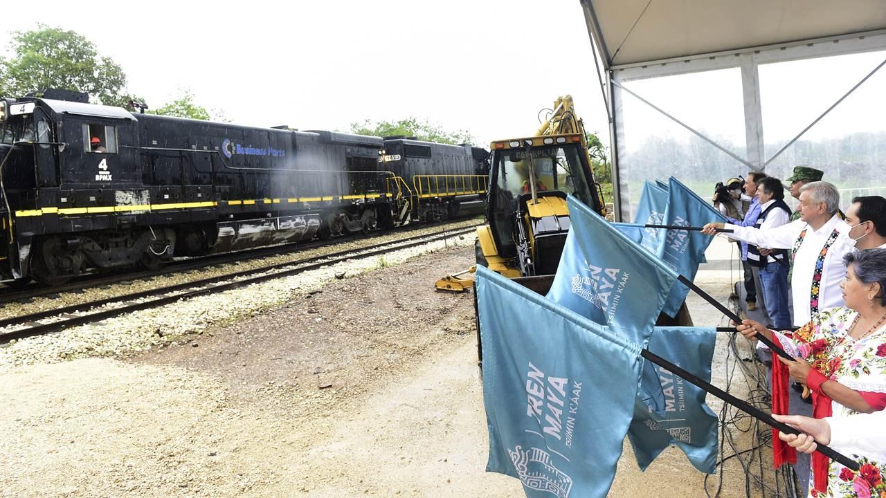 AMLO da banderazo al Tramo 3 del Tren Maya