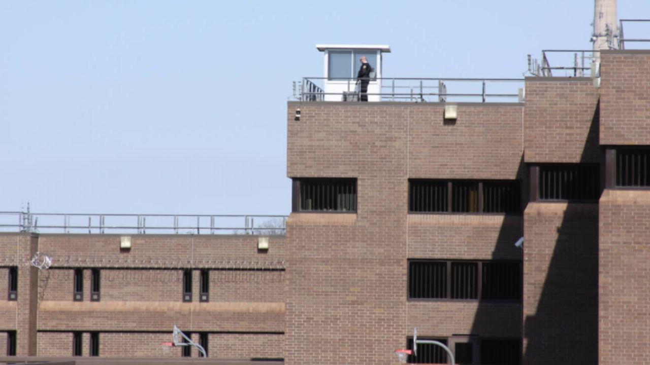 Así es la cárcel en la que está Derek Chauvin, acusado de asesinar ...
