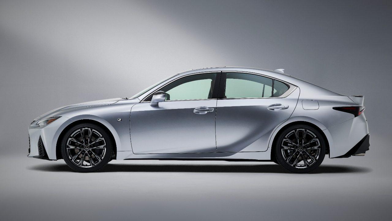 Así es el Lexus IS 2021, lo distingue un renovado aspecto deportivo