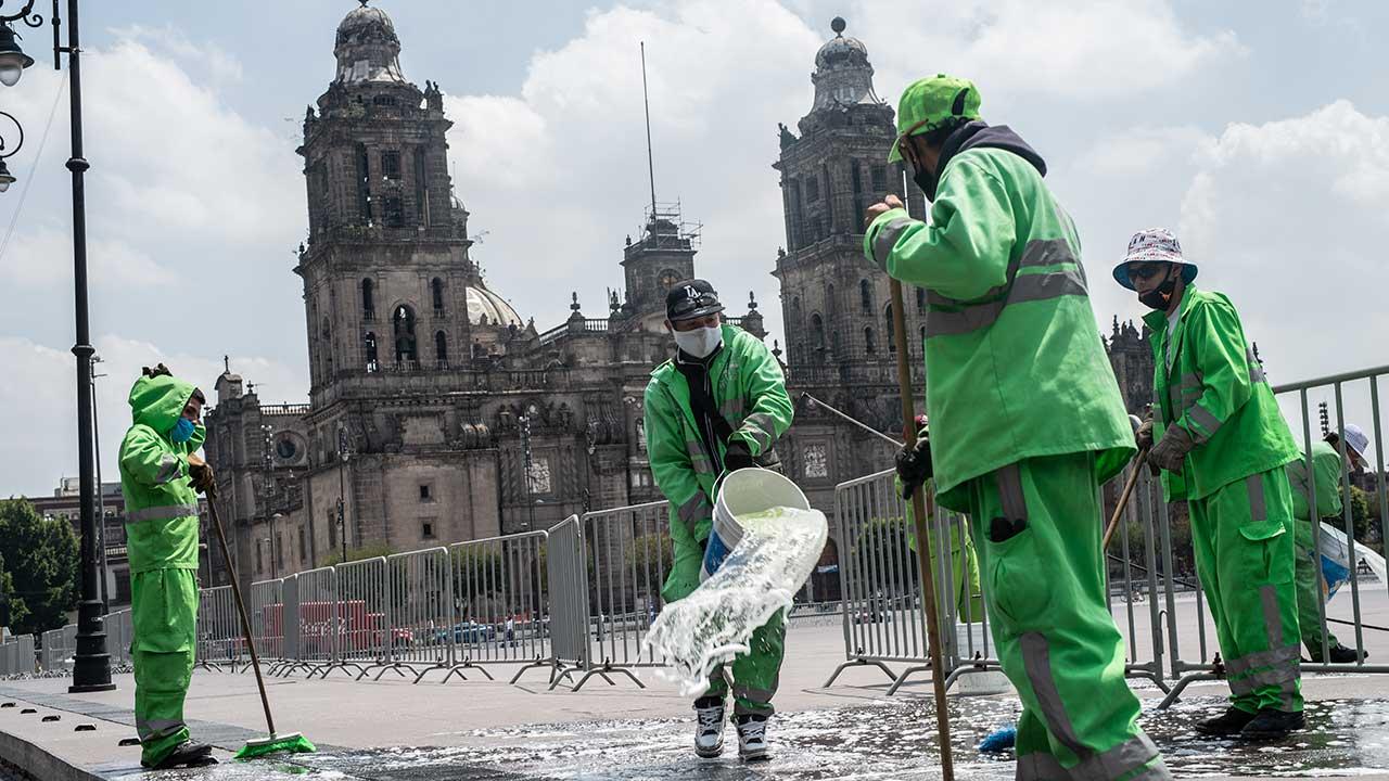 Fotogalería: El Centro Histórico se 'desinfecta' para la reapertura del comercio