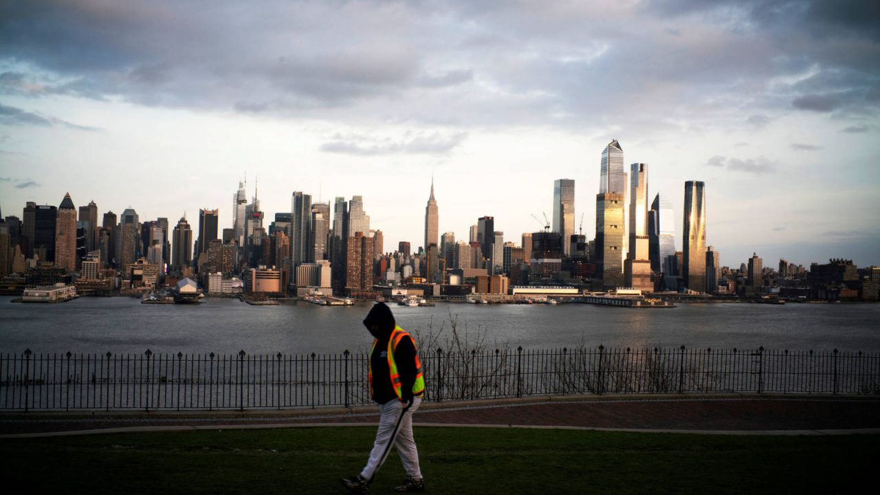 NY regresa a actividades con baja de contagios nuevos