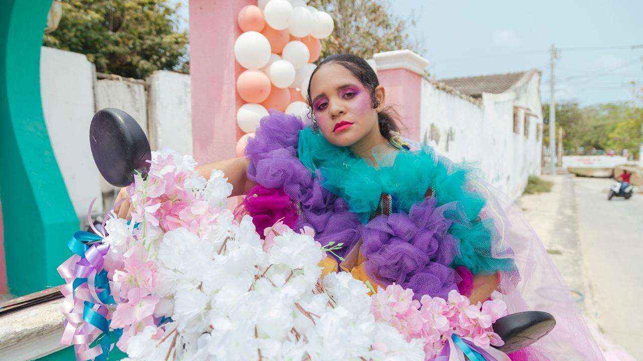Lido Pimienta explora las texturas de la identidad en Miss Colombia