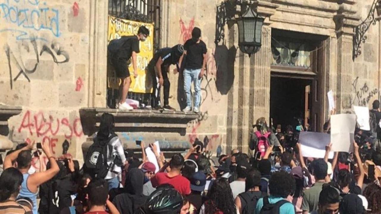 'Los vamos a matar': la frase de policía de Guadalajara al salir a reprimir protesta por Giovanni López