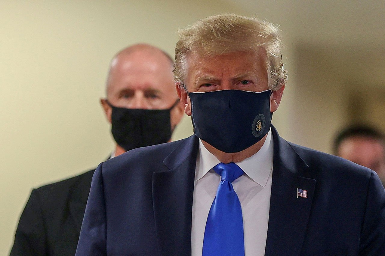 Trump firma apoyo económico por Covid-19