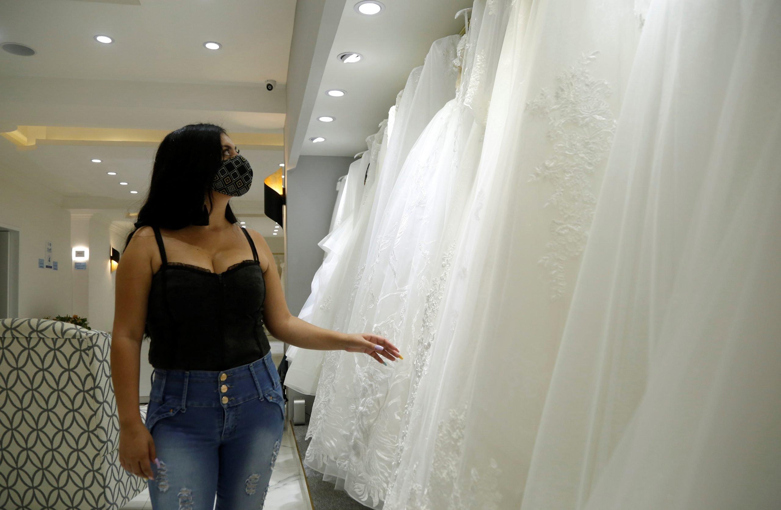 Menos invitados y un vaso por persona: las bodas se adaptan para 'convivir' con pandemia